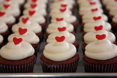 水 少々 食紅 ホイップクリーム(ホイップクリームの材料と作り方は、スパイラルのカプケーキ(上)を参照)[/deco_bg]